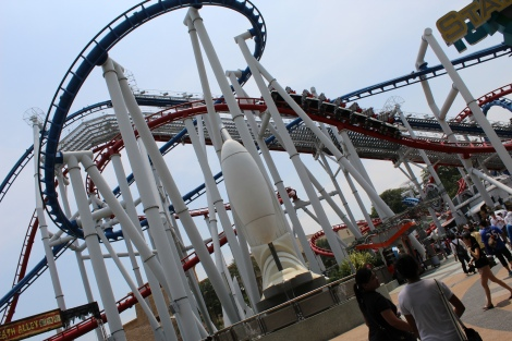 Human and Cylon roller coaster rides.. Weee!